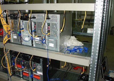 Regalreihe F - erste Server